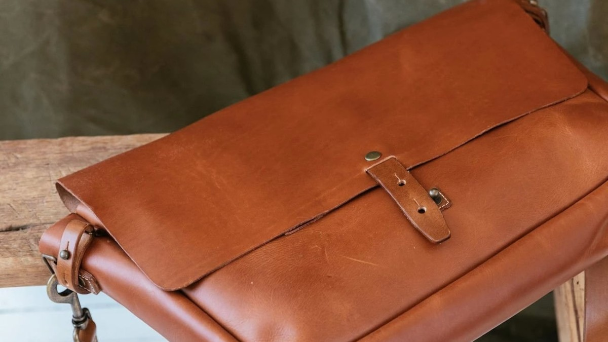 WP Standard Leather Vintage Messenger Bag is reminiscent of past postal workers