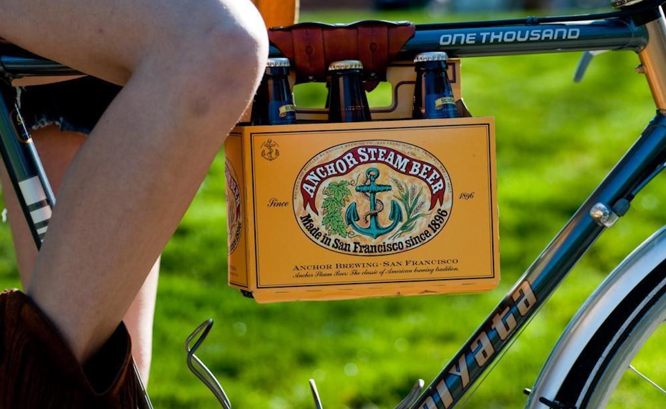 Walnut Studio 6-Pack Frame Cinch Bicycle Beer Carrier takes up hardly any space on your bike