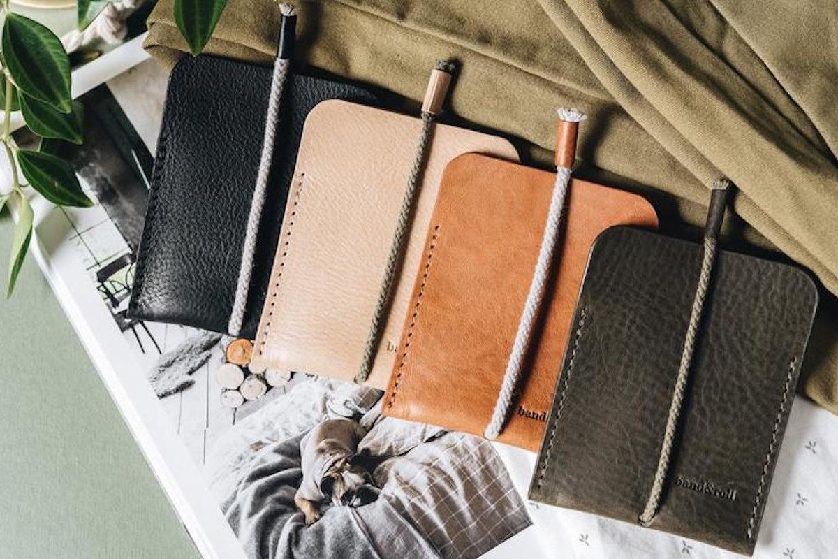 band&roll Leather Card Case minimalist cardholder provides 2 compartments for organization