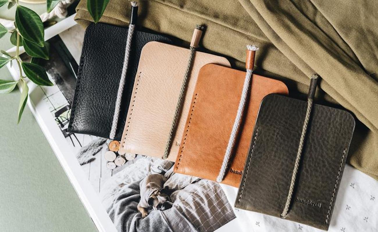 band&roll Leather Card Case Minimalist Cardholder provides two compartments for organization