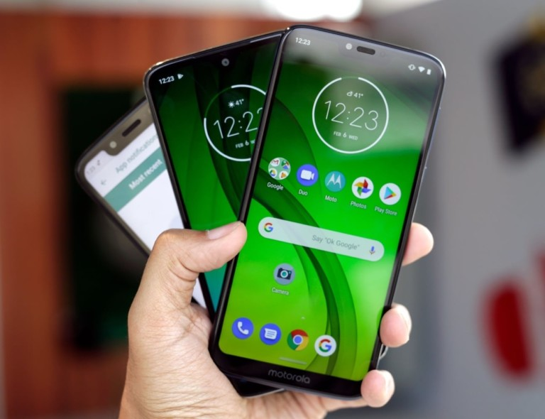10 Best smartphones that are as good as the iPhone - Motorola Moto G7 03