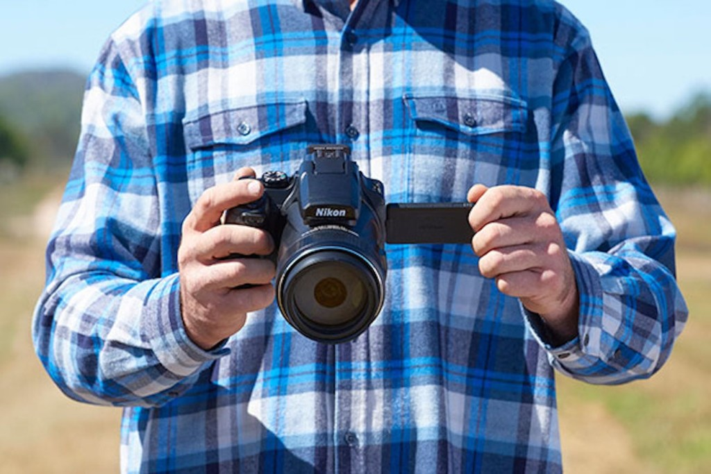 What is best travel camera 2019 - Nikon COOLPIX P1000 02
