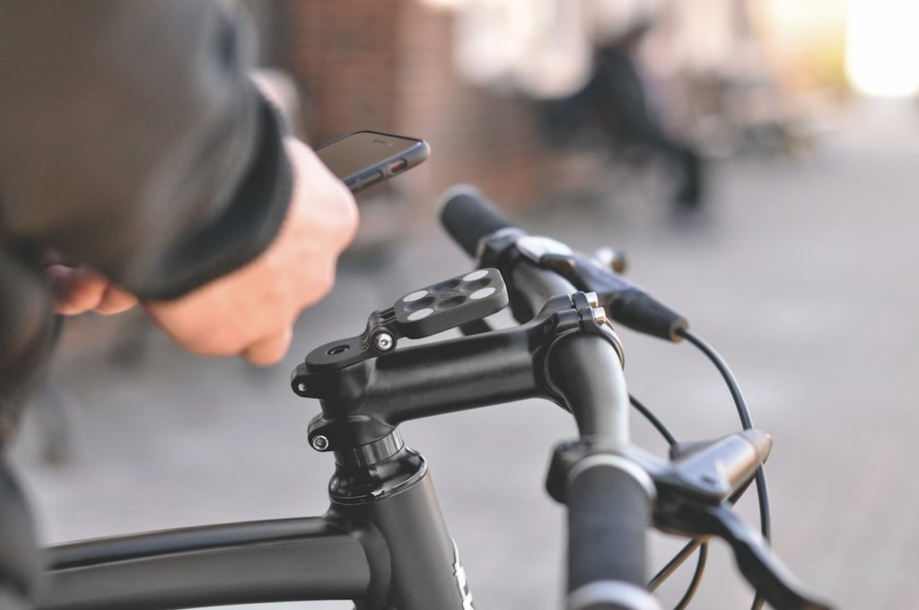 11 Bicycle tech gadgets to upgrade your commute - Form Mount 01