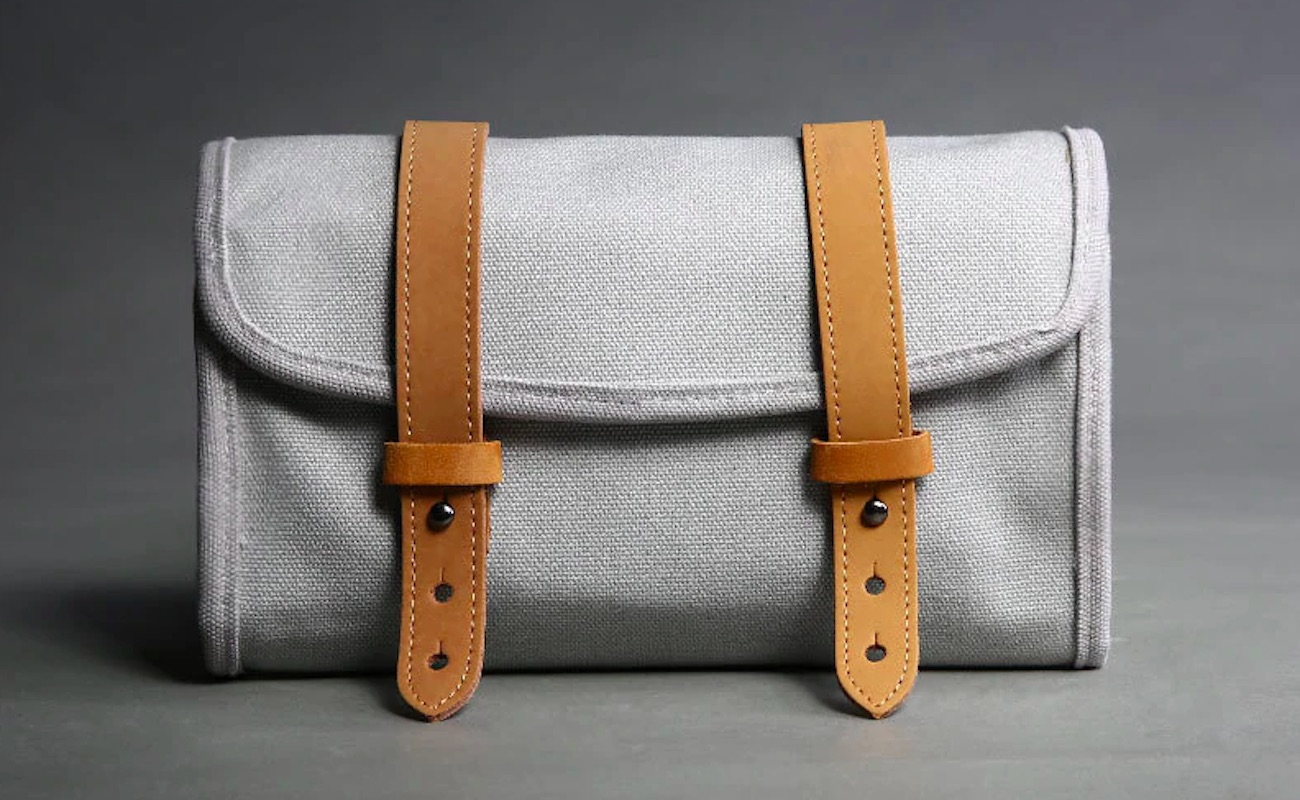 dpark Small Oxford Organizing Travel Pouch has a spot and slot for everything