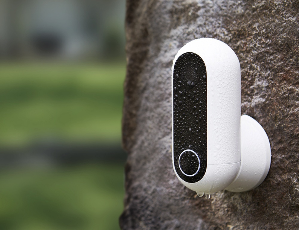 Our favorite HD security cameras to monitor your home - Canary Flex 01
