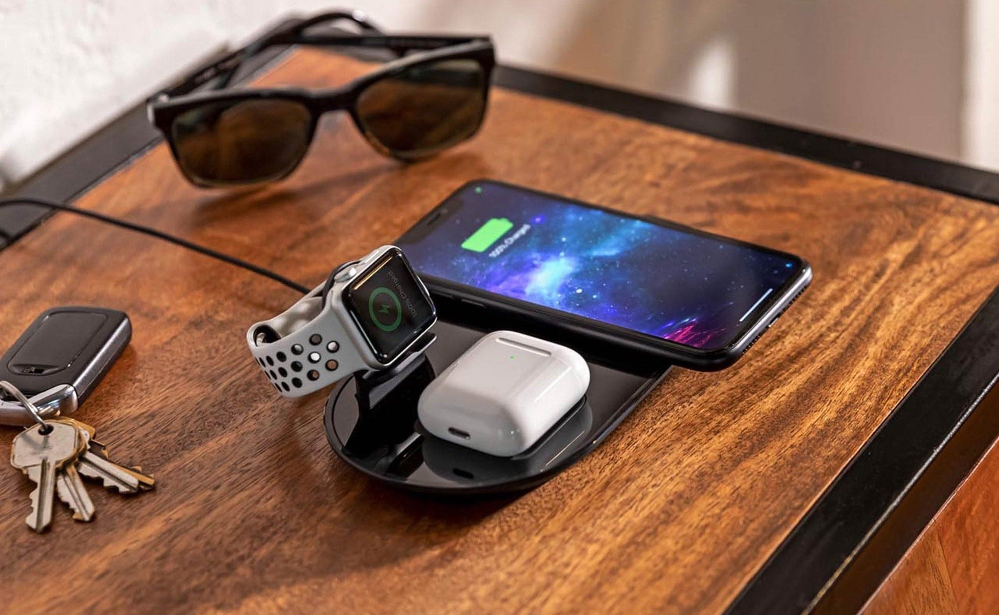 mophie 3-in-1 wireless charging pad Qi Charger charges 3 devices at the same time