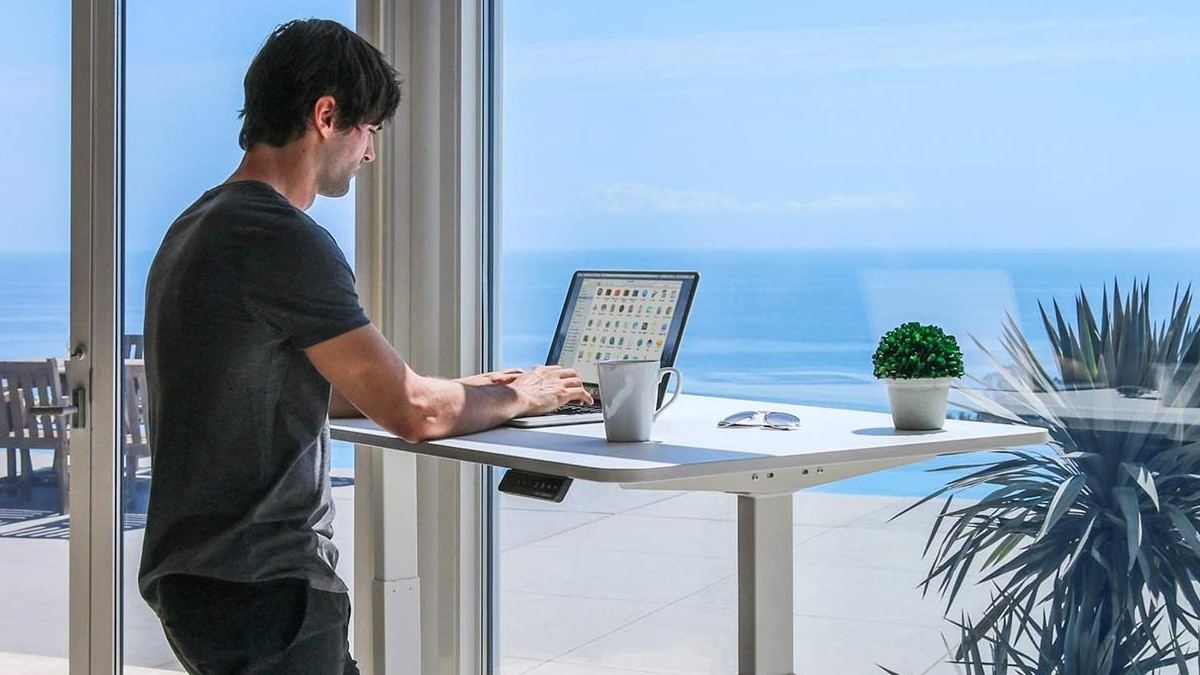 Make your working day more active with SmartDesk 2 Business Edition