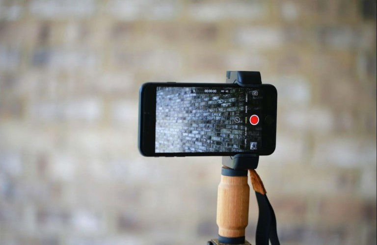 8 Smartphone gimbals and tripods to capture the perfect night mode shot
