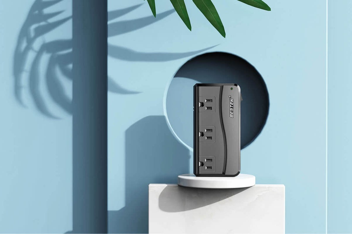 BESTEK Voltage Converter Travel Plug has 4 USB ports for simultaneous charging