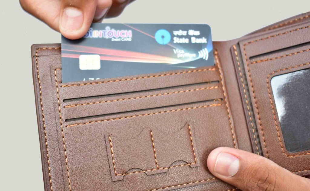 HW+Lewz+RFID-Blocking+Leather+Wallet+combines+style+and+functionality