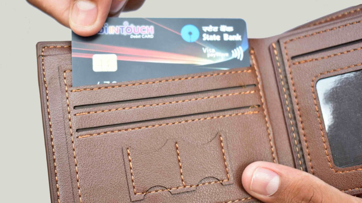 HW Lewz RFID-Blocking Leather Wallet combines style and functionality
