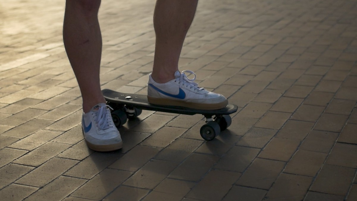 Headless Electric Cruiser Lightweight E-Skateboard requires no remote