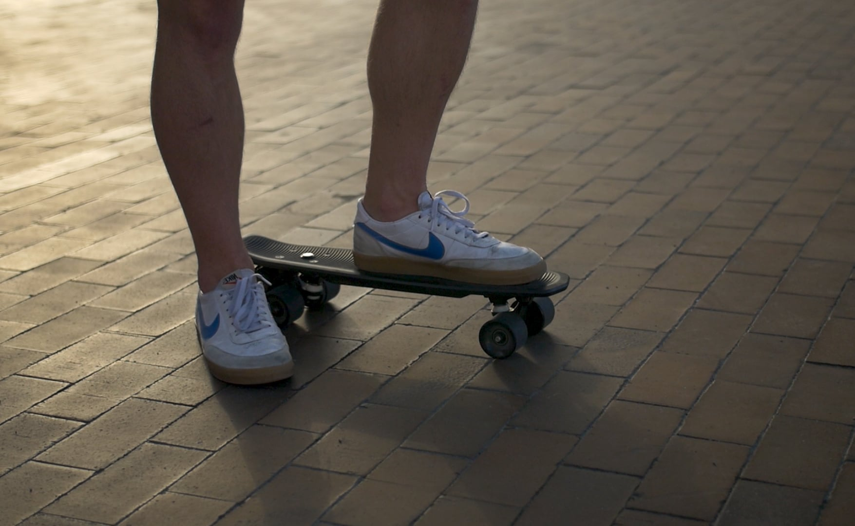 Headless Electric Cruiser Lightweight E-Skateboard requires no remote