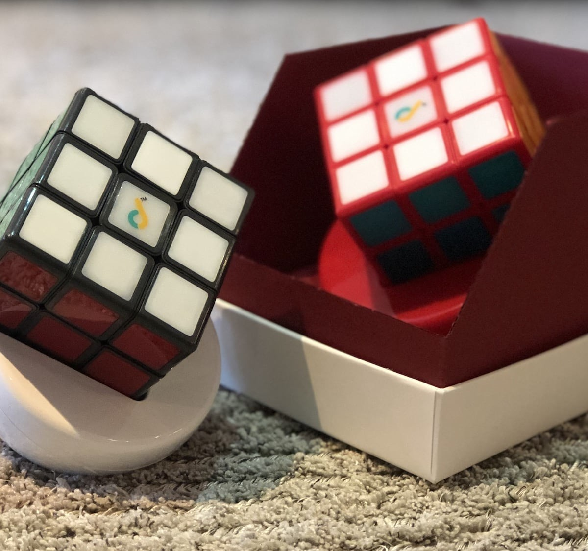 JUNECUBE Gen 1.5 smart Rubik's cube helps you solve the puzzle