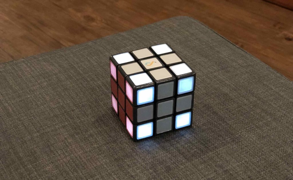 JUNECUBE+Smart+Rubik%E2%80%99s+Cube+helps+you+solve+the+puzzle