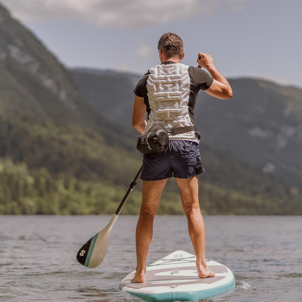 PUFFERS Inflatable T-Shirt & Rash Guard offers unlimited floating
