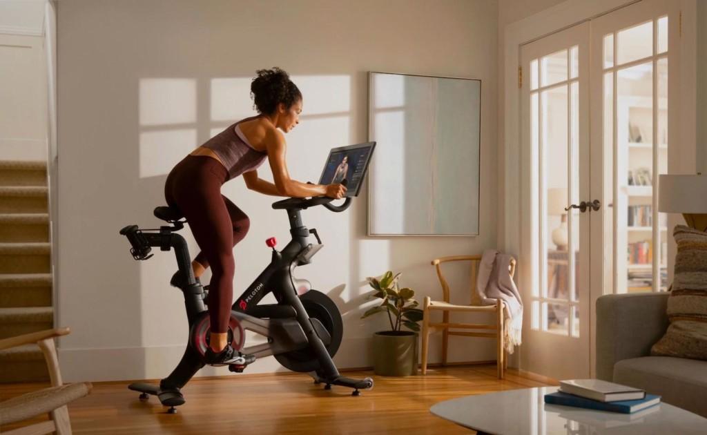 Peloton+Indoor+Exercise+Bike+gives+you+an+intense+home+cardio+workout