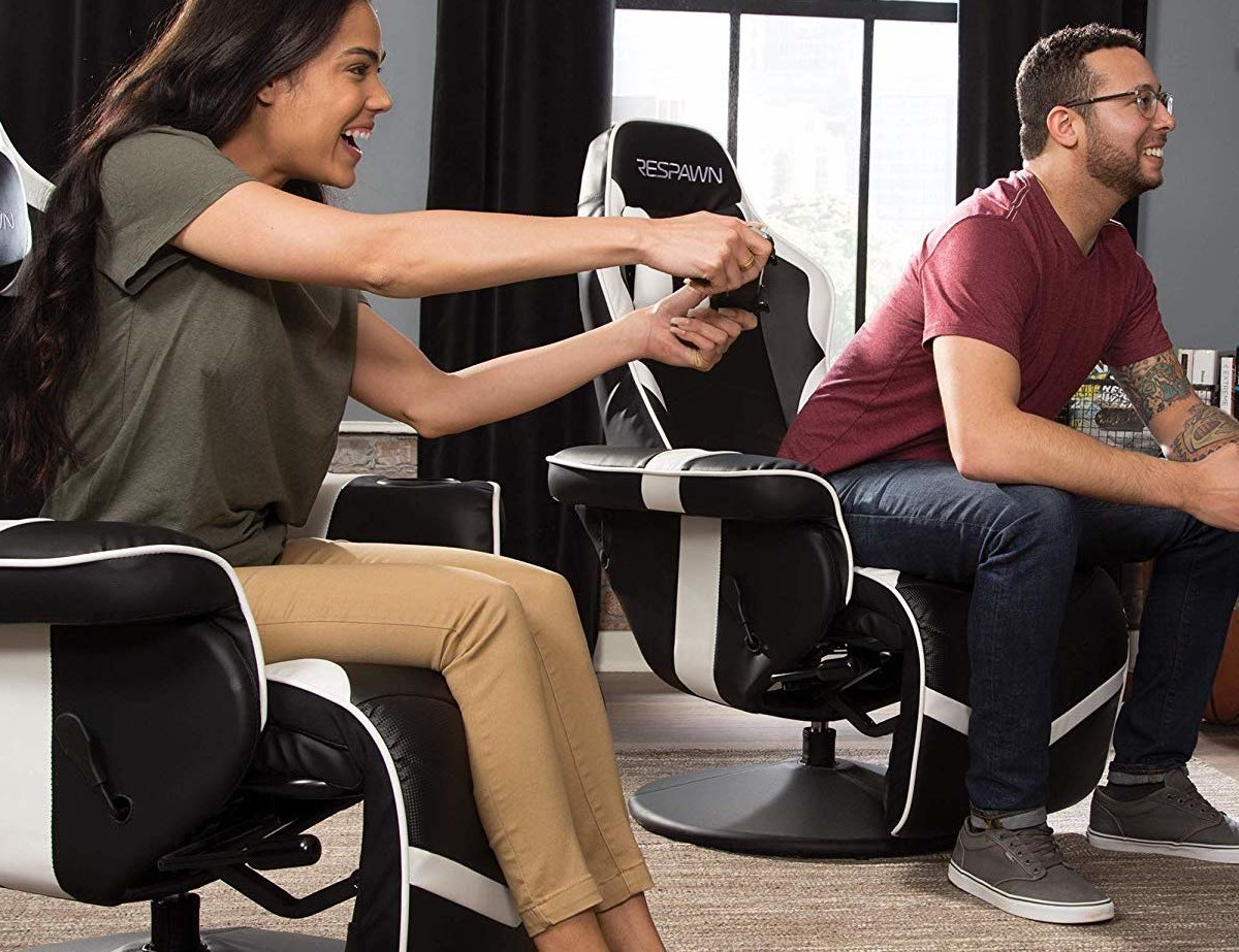 RESPAWN 900 Racing Style Gaming Recliner helps you relax while you win