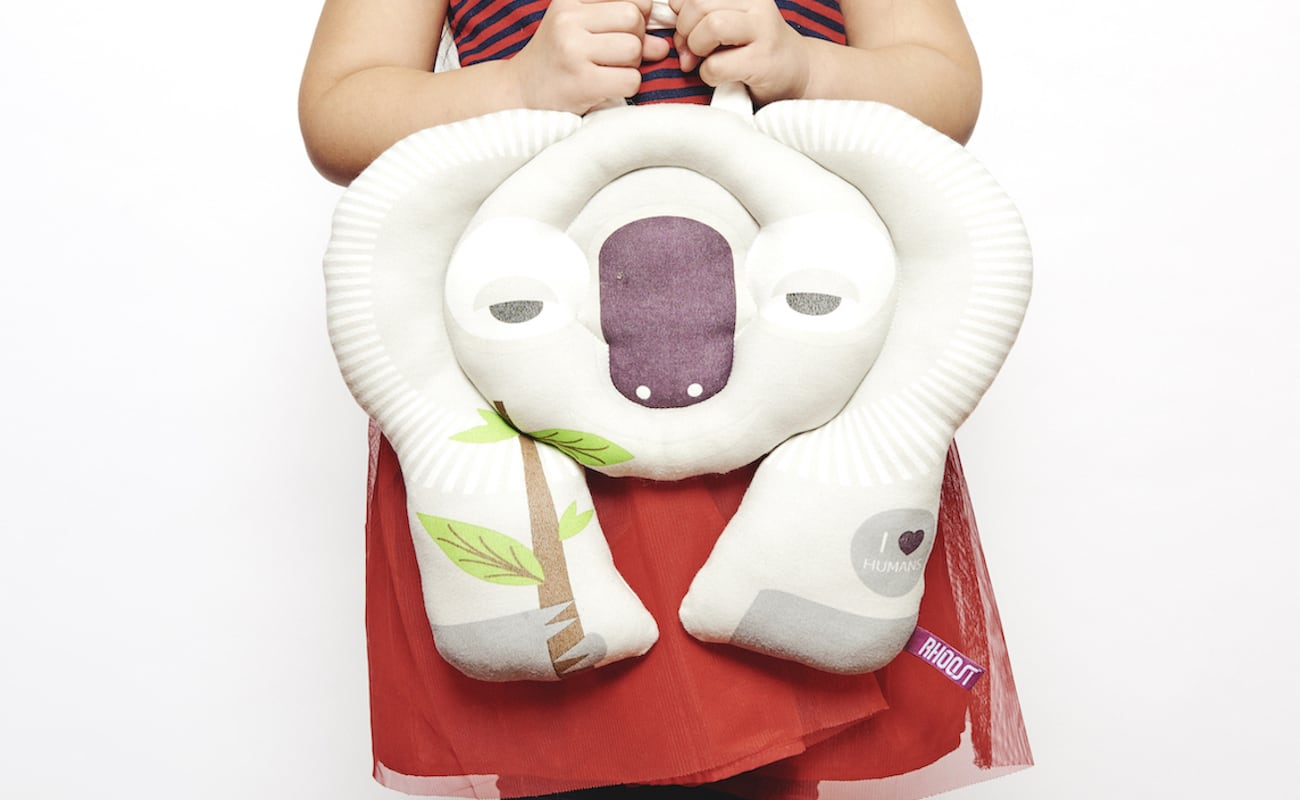 Rhoost Toddler Travel Buddy has pockets to store toys or treats