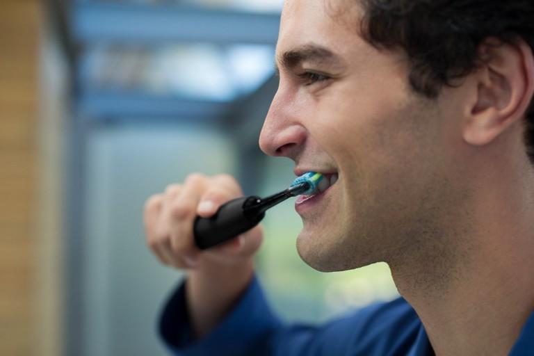 9 Smart toothbrushes for better dental hygiene - Philips Sonicare DiamondClean 01