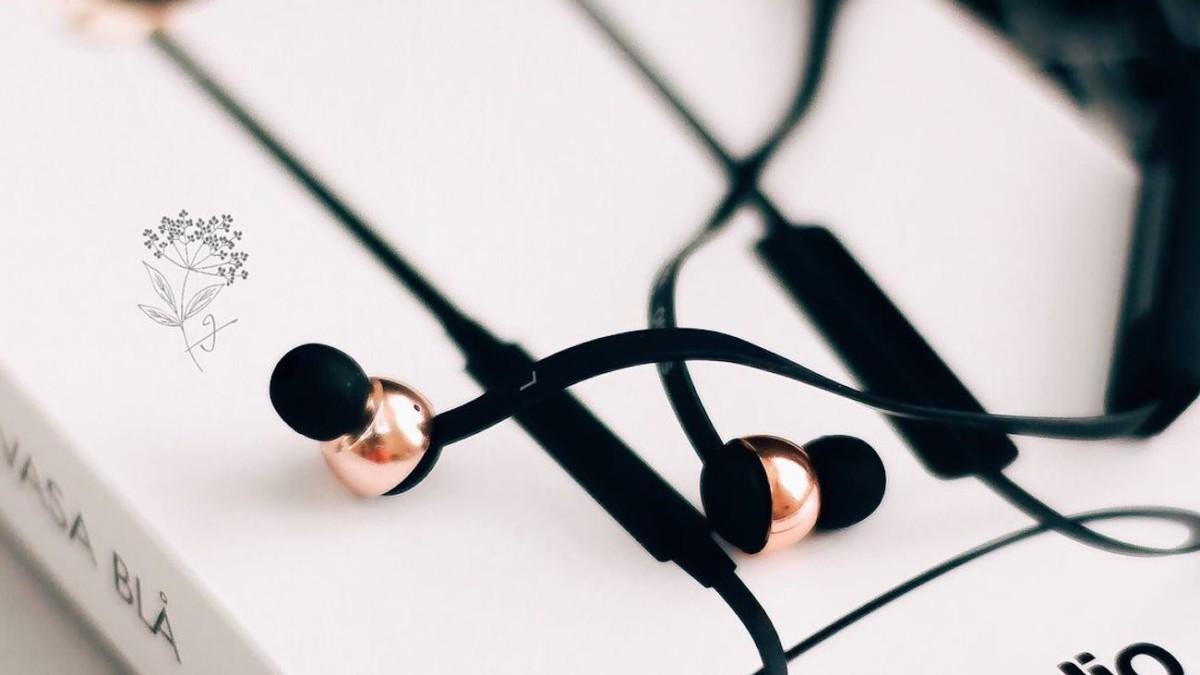 Sudio Vasa Bla Scandinavian Design Earphones quickly charge in 10 minutes