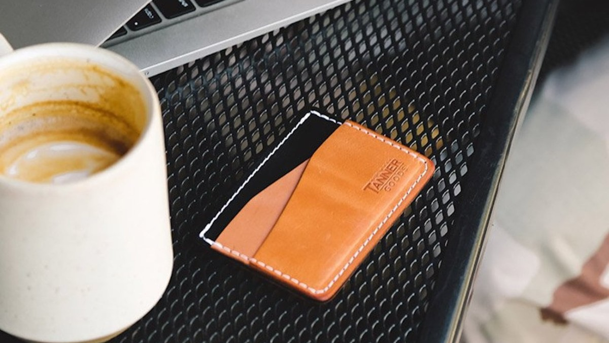 Tanner Goods Journeyman Compact Card Wallet provides enough space for all your basics