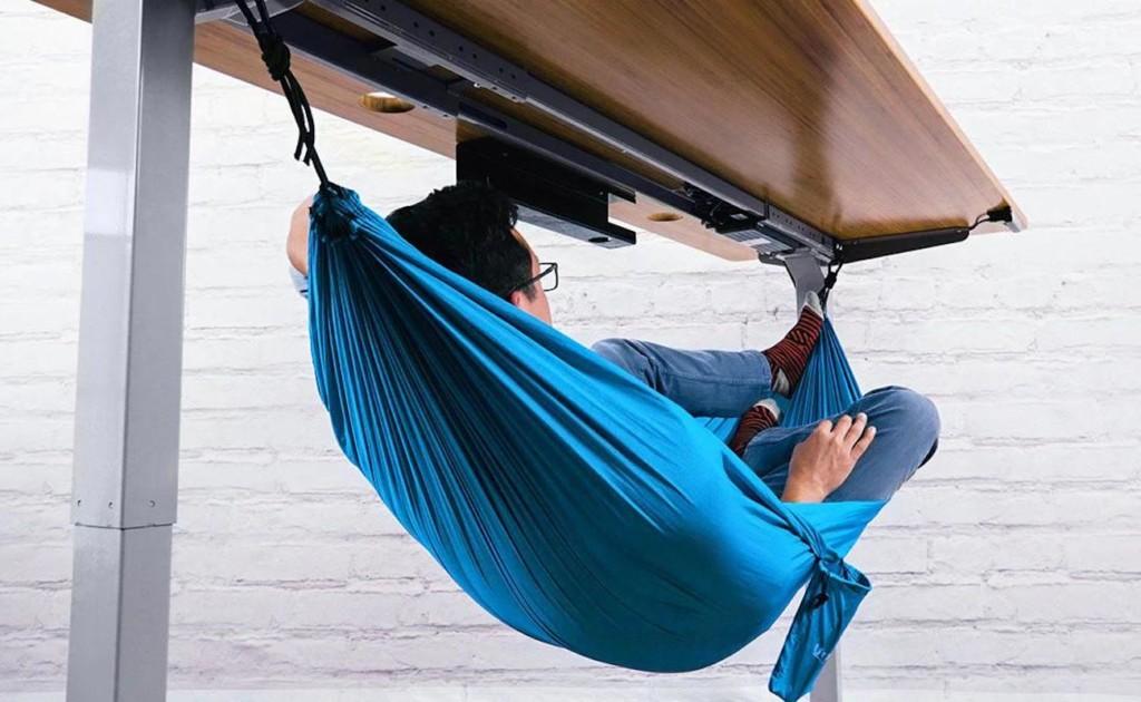 UPLIFT+Desk+Under+Desk+Hammock+lets+you+take+comfortable+naps+at+work