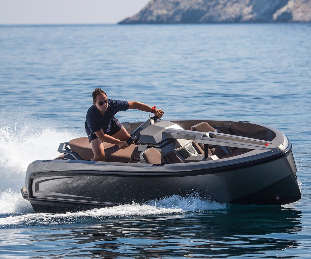 Vanquish Vanqraft VQ16 16-Foot Yacht flawlessly blends fun and comfort