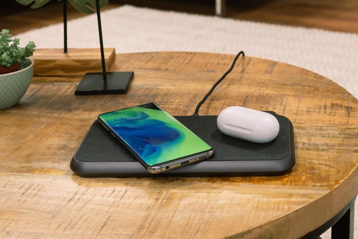 ZENS LIBERTY 16-Coil Wireless Charger lets you place two devices anywhere on the pad