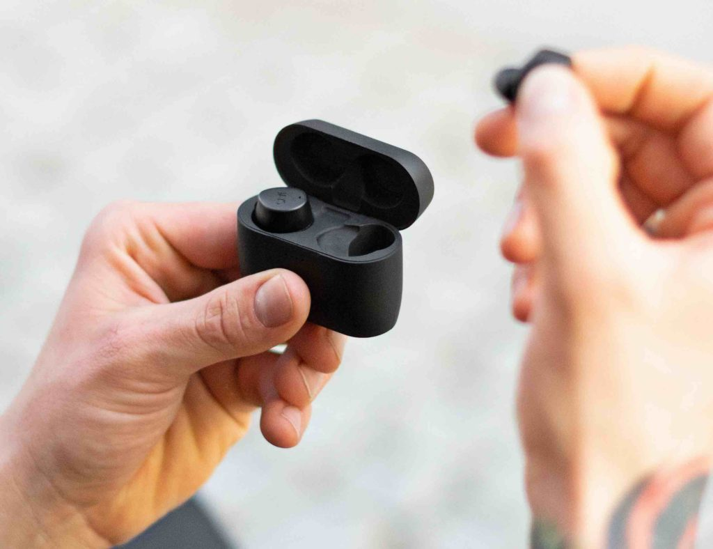 8 Earbuds that will last you all day (and night) - Jays m-Seven 02