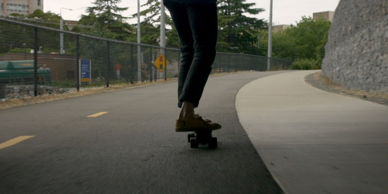 You will skate to work every day on the Electric Cruiser skateboard - easy to ride