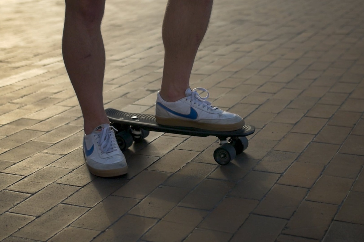 You can skate to work every day on the Electric Cruiser skateboard