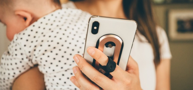 Ohsnap is the smartphone grip that works at all angles