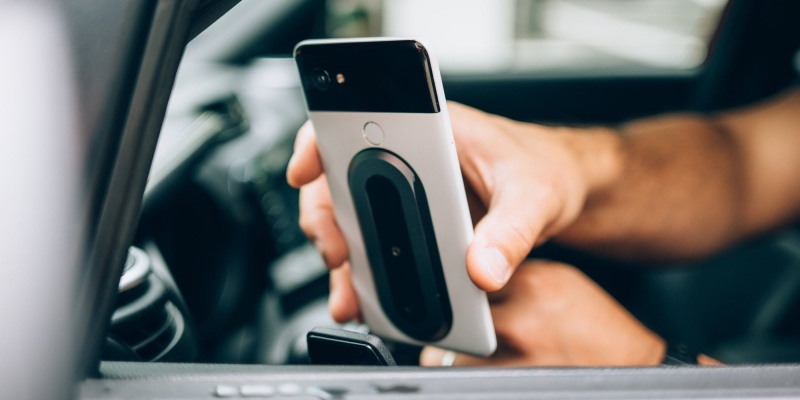 Ohsnap is the smartphone grip that works at all angles - magnetic grip