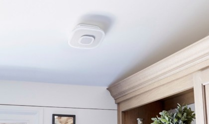 This smart smoke alarm installs easily