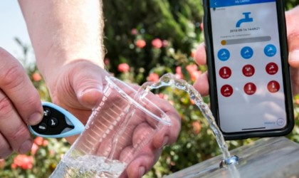 Water quality tester shows instant results in the app