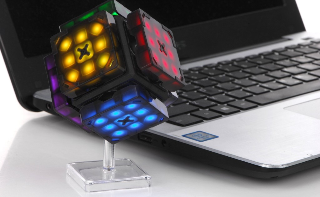 eX-Mars has a built-in robot to help solve the Rubik's Cube