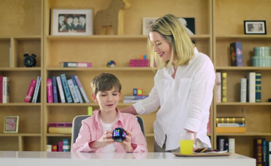 The built-in robot offers Learning Mode to guide users