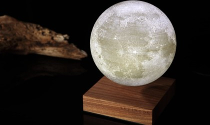 Levimoon is a dimmable model moon lamp