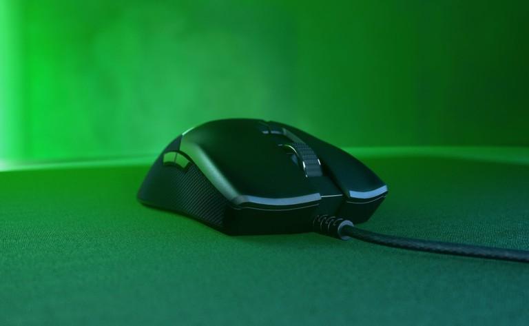 Razer Viper Mouse plugs into the computer