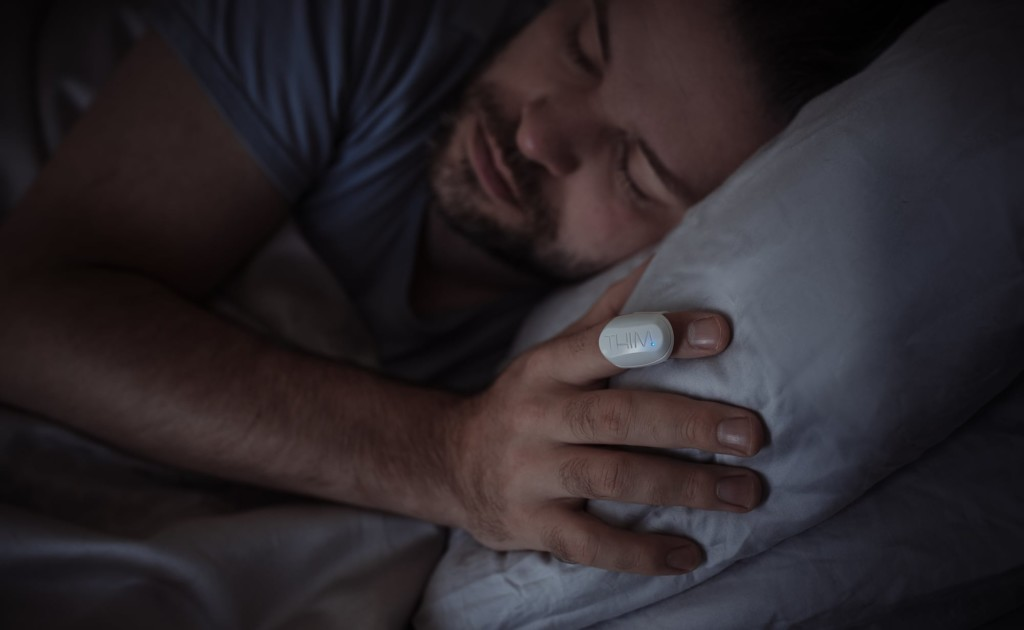 """Thim Sleep-Tracking Ring est un petit appareil portable qui surveille les habitudes de sommeil """"aria-describeby ="""" gallery-9-375814"""