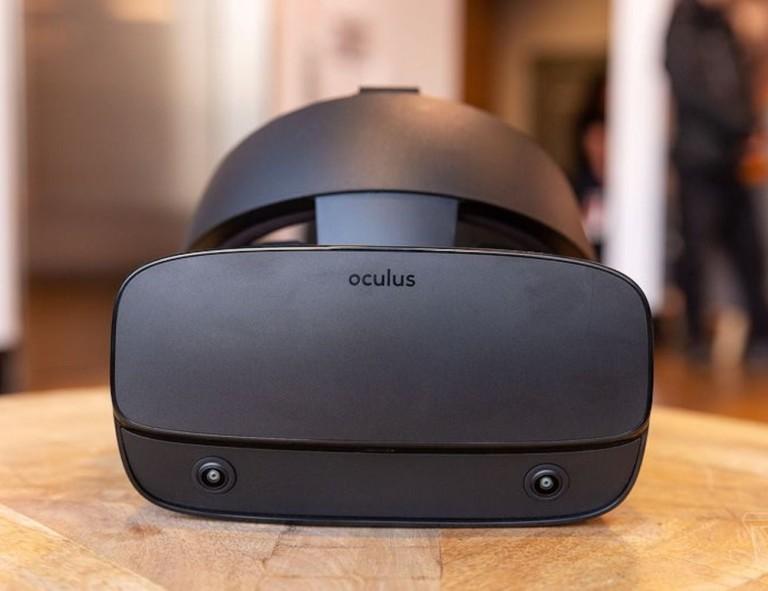 Oculus Rift S front view