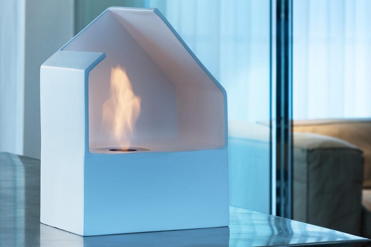 Acquafuoco HOMU Bio-Fireplace burns a miniature environmentally friendly ethanol fire