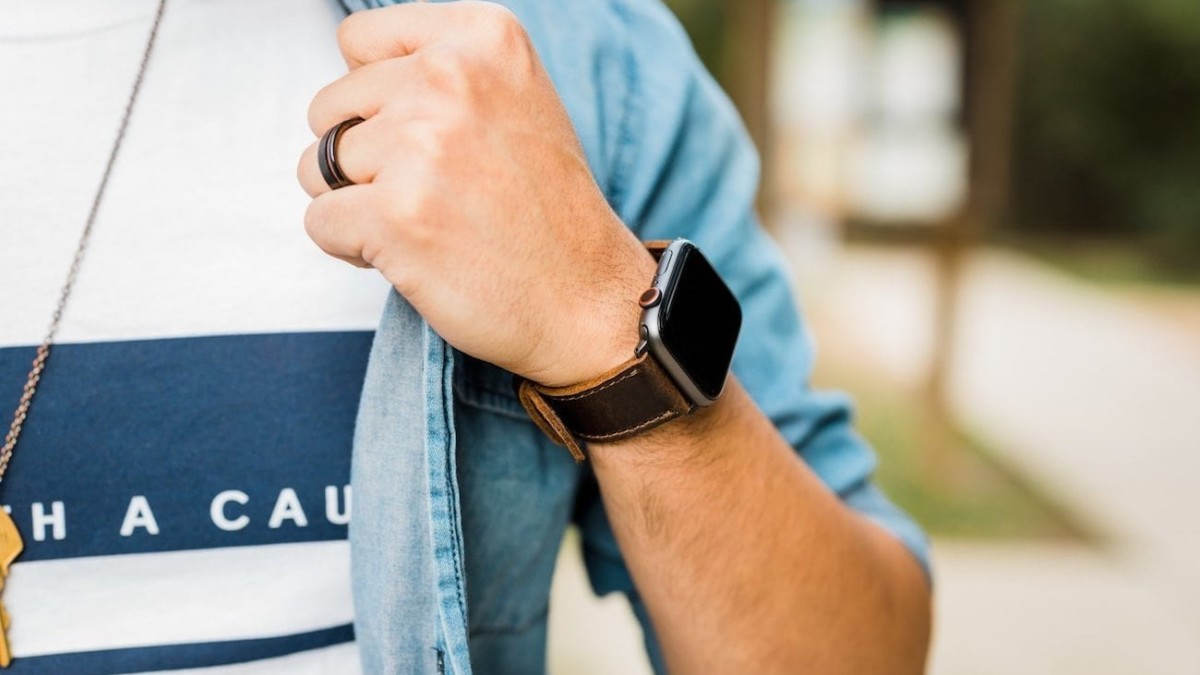 Arrow & Board Porter Apple Watch Band Series works with casual and formal outfits