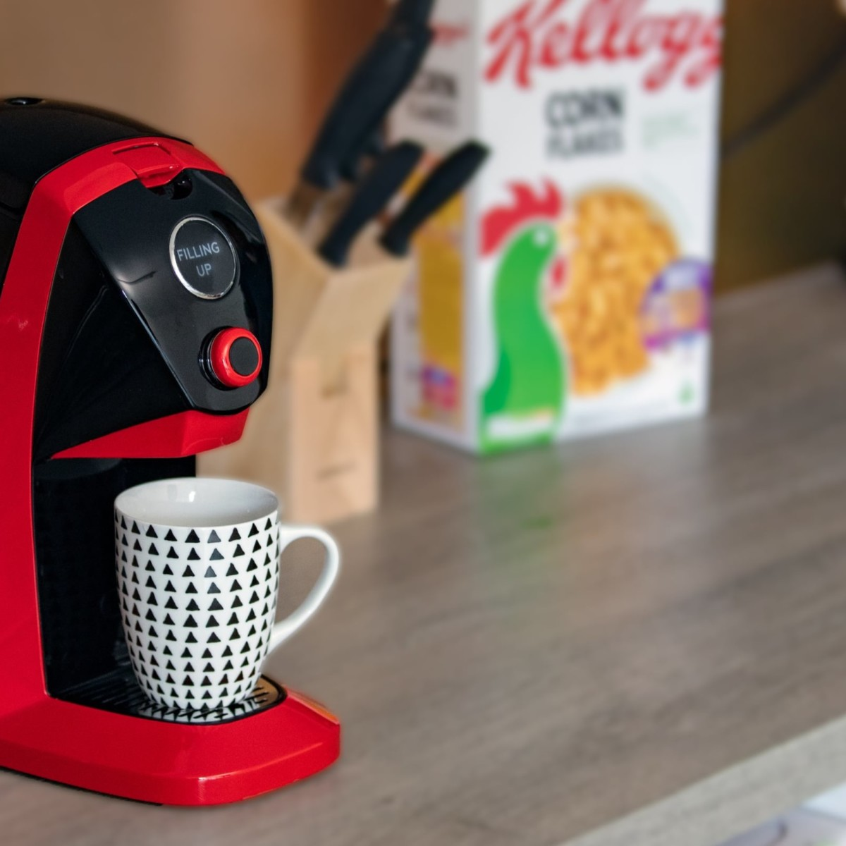 BRÜ Instant Tea Brewing Machine produces the perfect cup no matter how you like it
