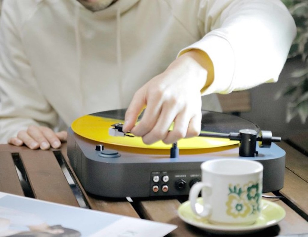 best music gadgets take turntable anywhere