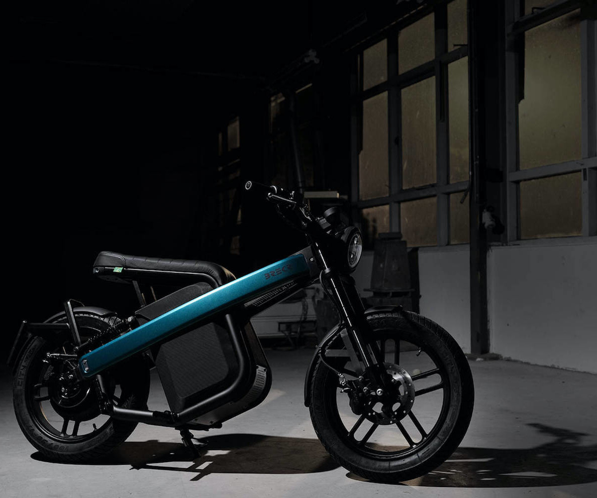 Brekr Model B battery-powered motorcycle travels 80 kilometers on one battery
