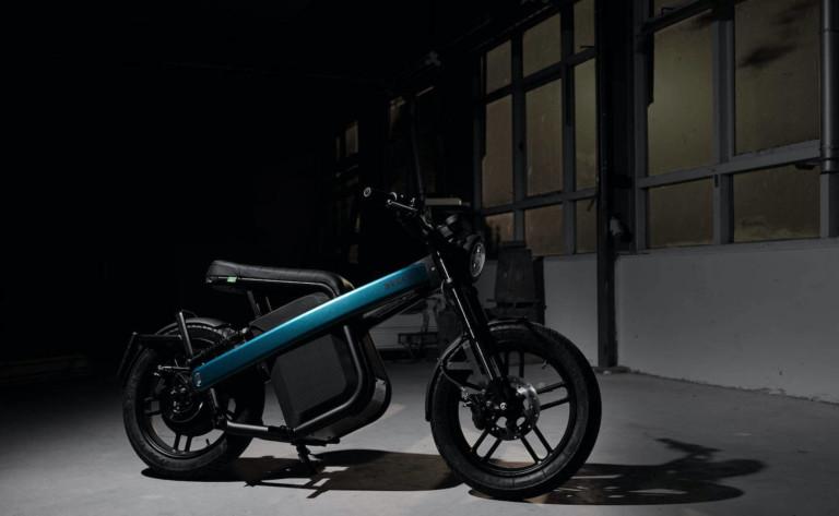 Brekr Model B battery-powered motorcycle travels 80 kilometers on one battery