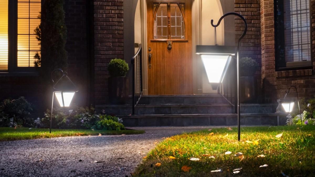 Brightlites Ultra-Bright Solar Garden Light offer 60 lumens of light