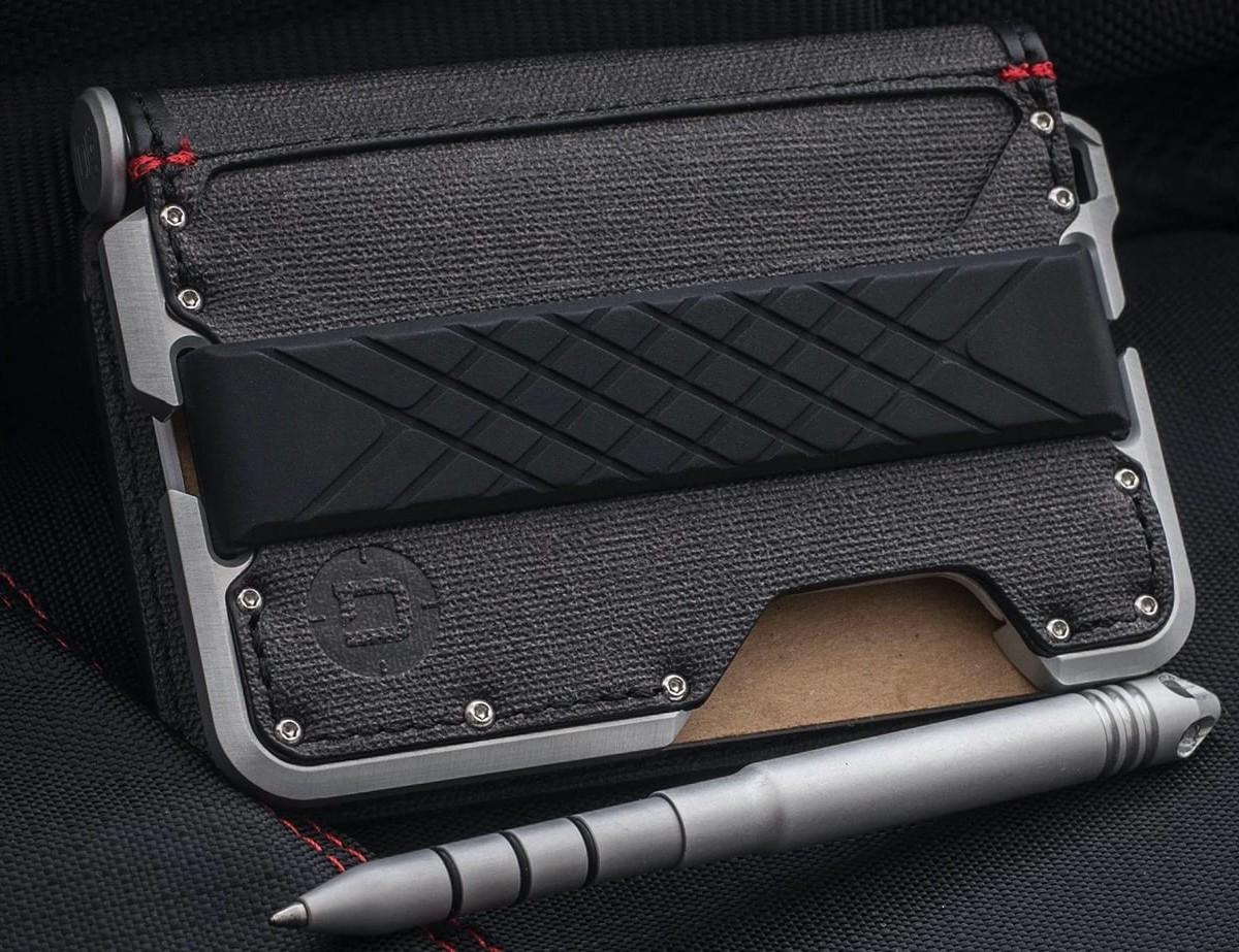 Dango D01 Dapper Pen Wallet Industrial Bifold has a dedicated slot for a pen